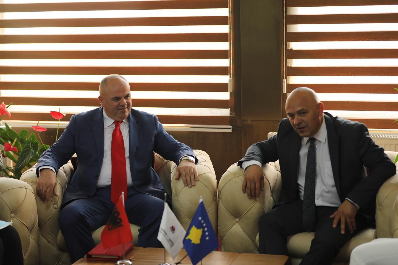 Kryetari i Bashkisë Kukës Z.Safet Gjici u prit në takim nga Kryetari i  Komunës së Gjakovës, Z.Ardian Gjini.