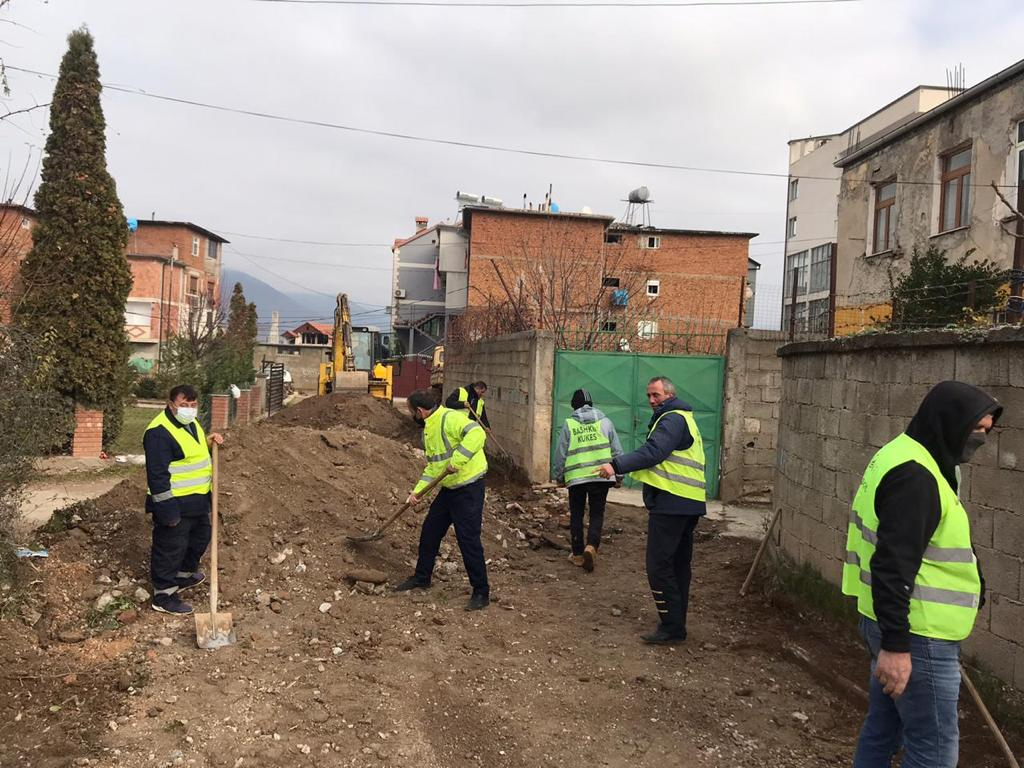 Fillon puna për rehabilitimin e rrugëve në lagjen 3