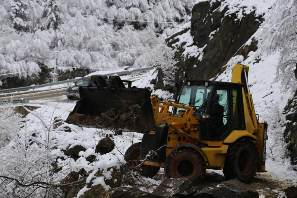 Bashkia Kukës vijon punën për monitorimin e situatës së krijuar nga reshjet e shiut dhe borës