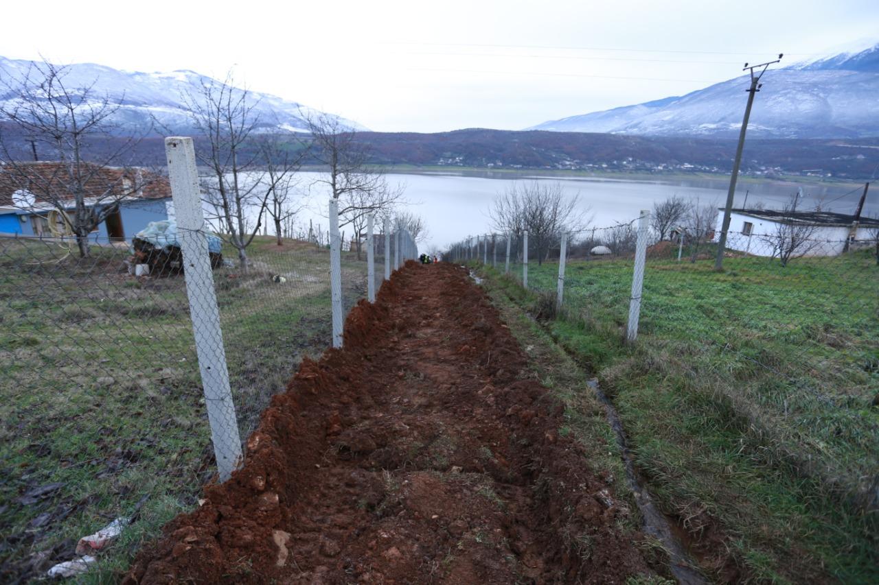 Rehabilitim i kanalit të ujërave të zeza në lagjen Bozhe.