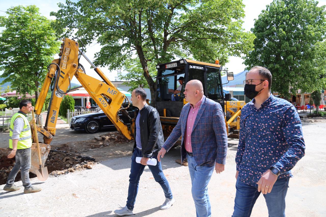 Fillon puna për asfaltimin e rrugës së turizmit të ri