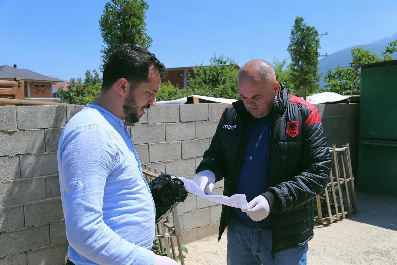 Kryetari Gjici, i bashkohet pastrimit të qytetit