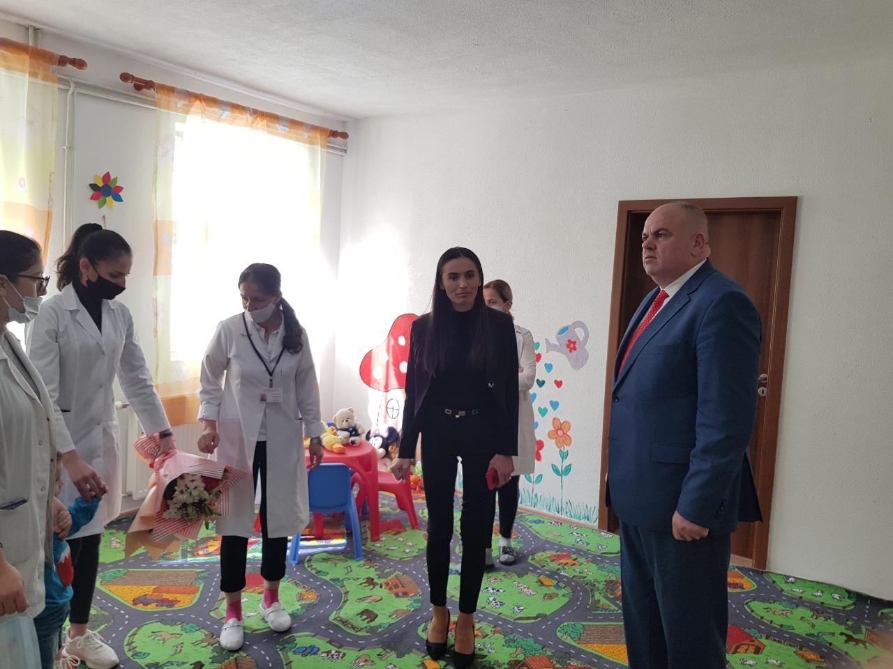 Kryetari i Bashkisë së Kukësit, z.Safet Gjici zhvilloi një vizitë të shkurtër në kopshtin nr 2.
