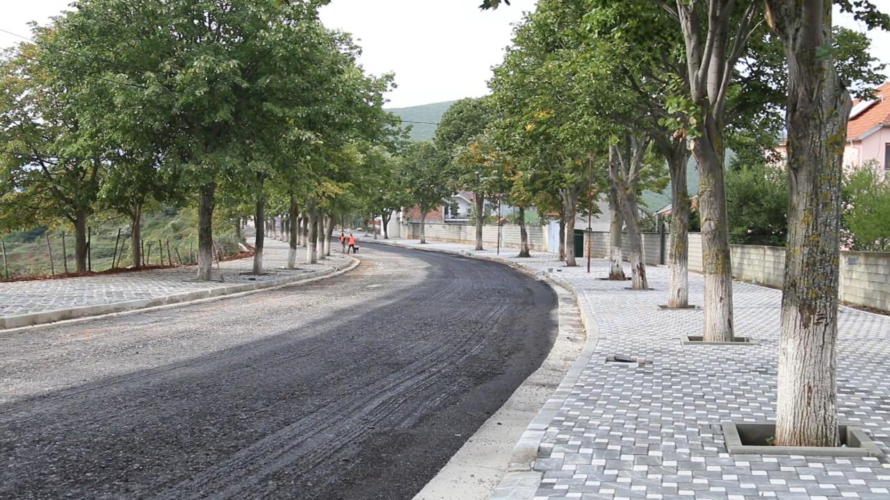 Kryetari i bashkisë së Kukësit, Safet Gjici inspektoi punimet për rikualifikimin e rrugës së turizmit të ri